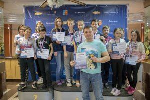 Соревнования по плаванию среди школьников